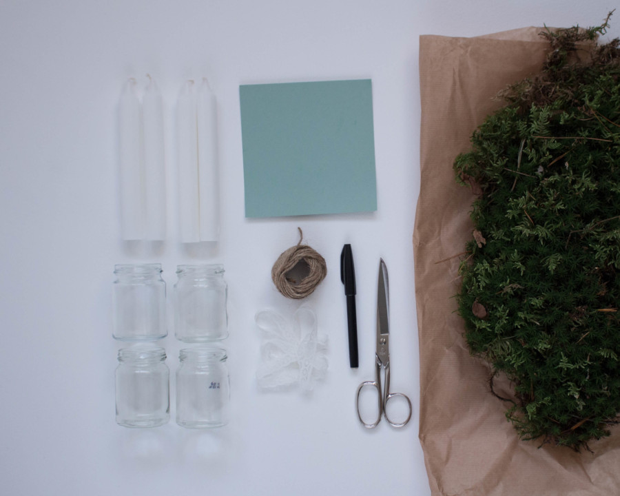 Auf dem Bild siehst du die Materialien, die du für den DIY Upcycling Last Minute Adventskranz benötigst