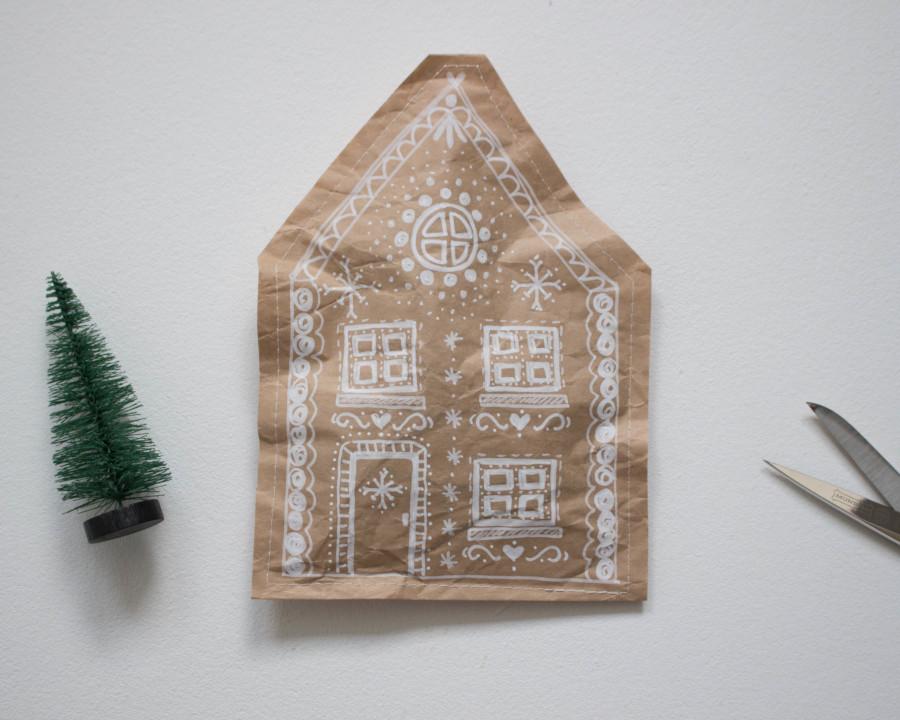 Ein Beispiel wie eine DIY upcycling -weihnachtliche Verpackung aus Packpapier aussehen könnte